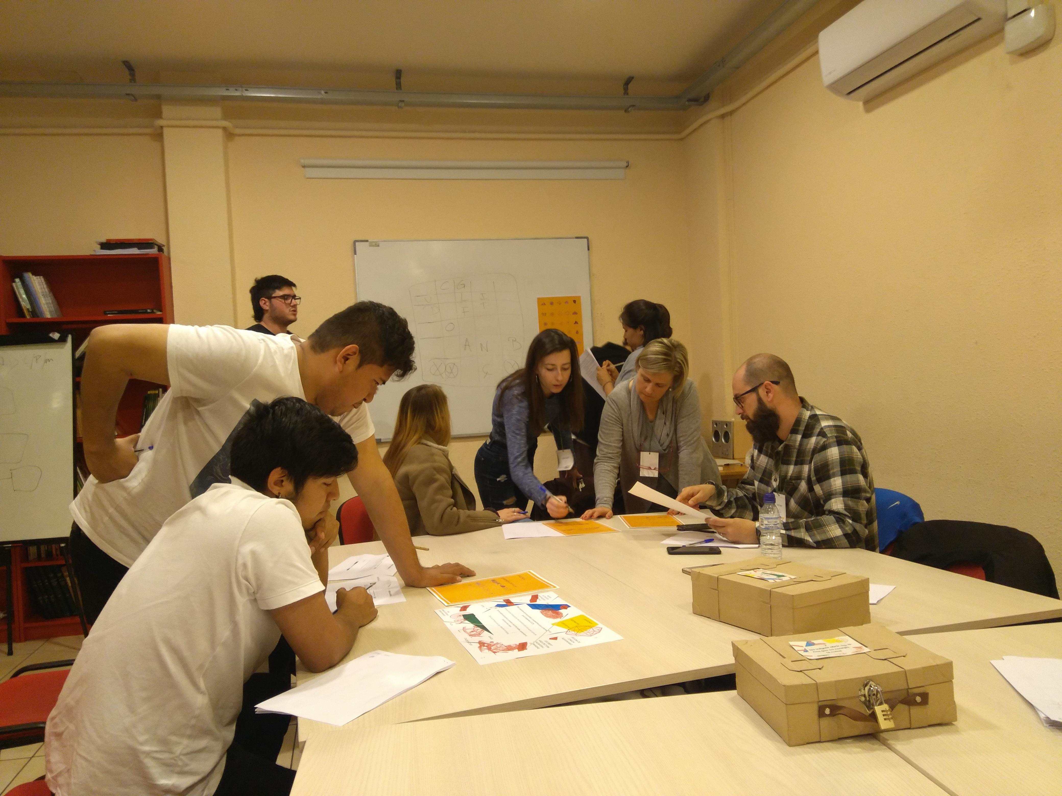 Alumnes de Bemen 3 en ple Coop Room al Grup Ecos
